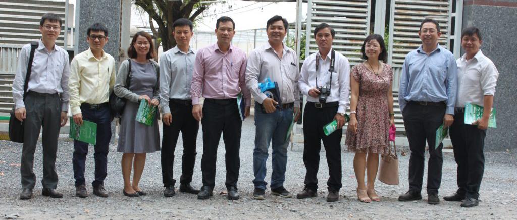 Trường Đại Học Quốc Tế thăm Vườn rau thủy canh tỉnh giữa lòng Thành Phố Biên Hòa