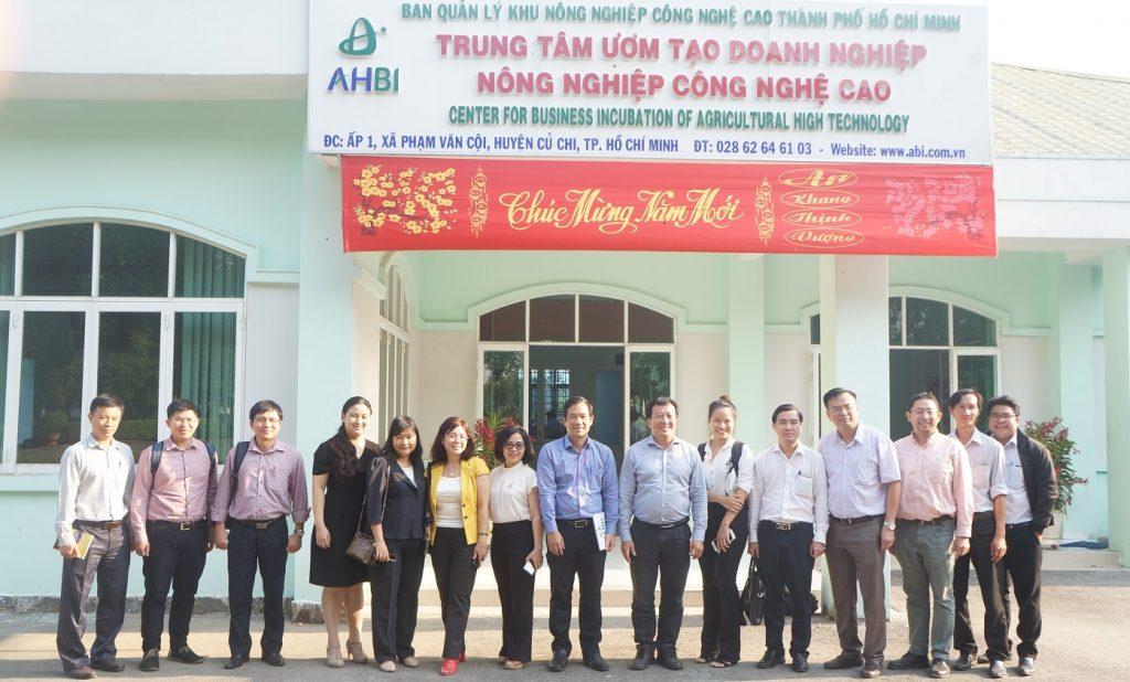 Đại học Quốc tế thực hiện chuyến tham quan và trao đổi hợp tác tại Trung tâm Ươm tạo Doanh nghiệp Nông nghiệp Công nghệ cao